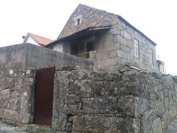 Casa rústica em pedra para reabilitar em Fiais da Beira, Ervedal da Be