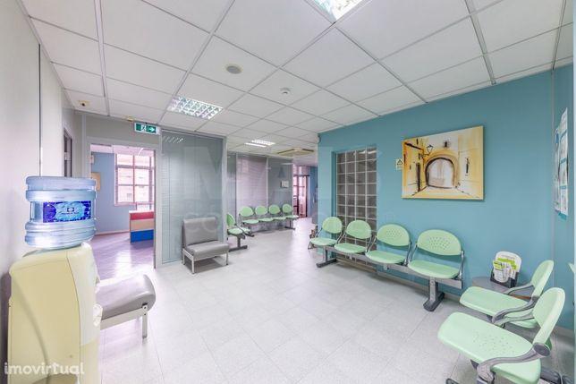 Clínica Médica com 200m2 na Zona de Sintra