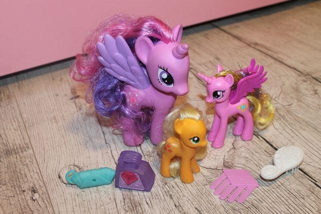 zestaw koników my little pony