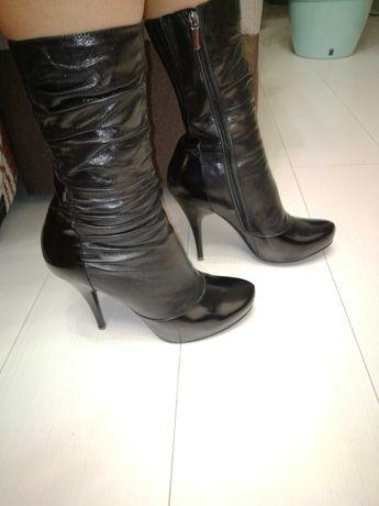 Продам женские кожанные ботинки