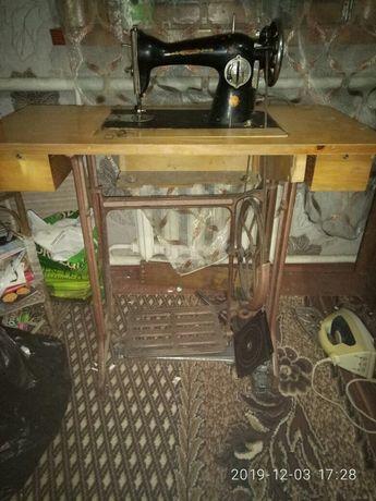 Продам советскую ножную швейную машинку