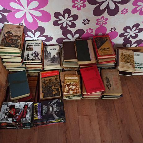 Распродаю старую домашнюю библиотеку книги