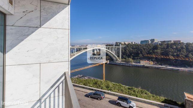 Apartamento T3 com vistas de Rio, em Massarelos