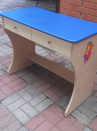 Надёжный письменный стол ищет нового ученика!
