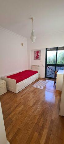 Suite em apartamento São Joao Estoril com despesas incluídas