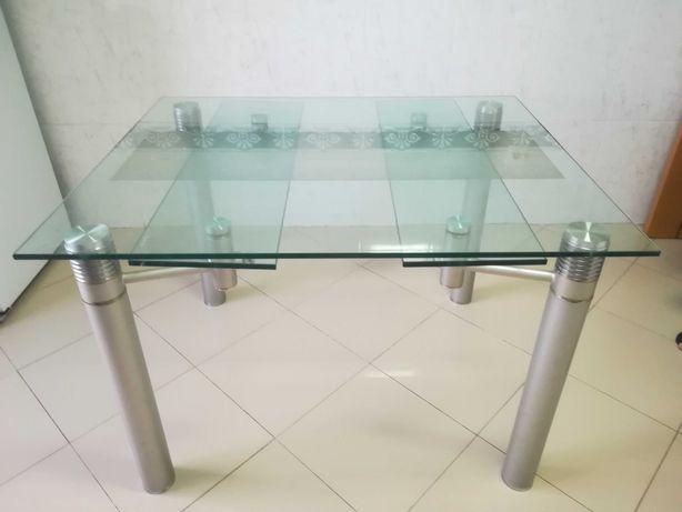 Mesa em vidro temperado extensível