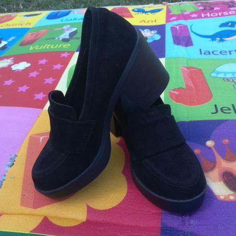 Nowe zamszowe buty rozmiar 35,5