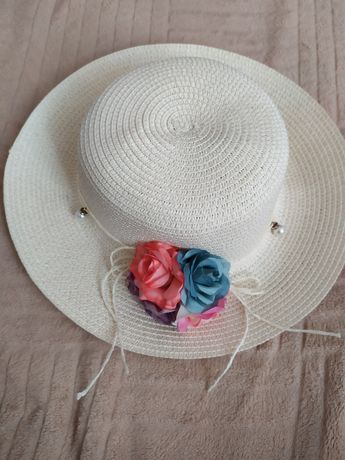 Шляпа с цветами плетёная