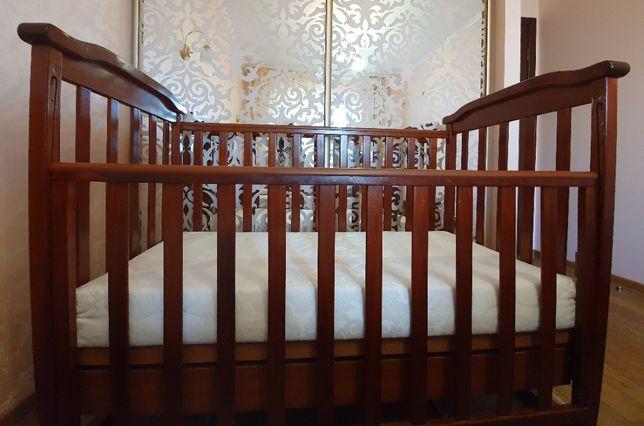 КОМПЛЕКТ ДИТЯЧИХ МЕБЛІВ: дерев'яне ліжко з матрацом+комод-пеленатор