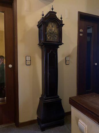 Relógio de pé alto