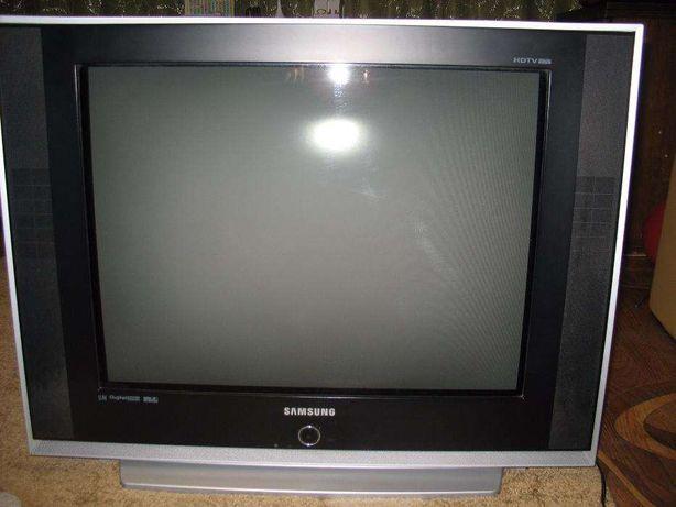 Телевизор SAMSUNG 29 дюймов (72 см) SLIM плоский в рабочем состоянии.