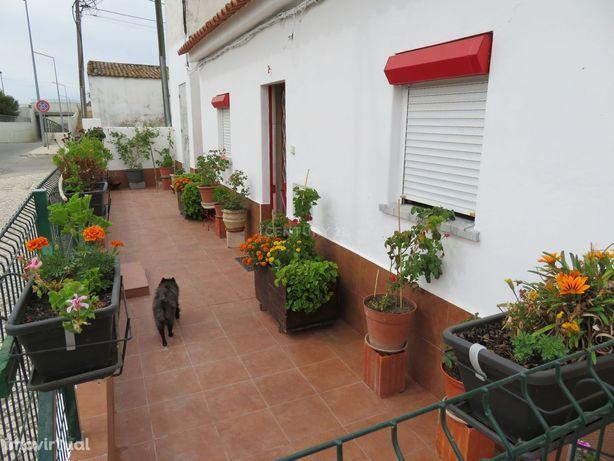 Moradia T2 com quintal e garagem em Cuba
