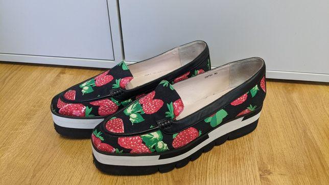 Оригінальні жіночі туфлі