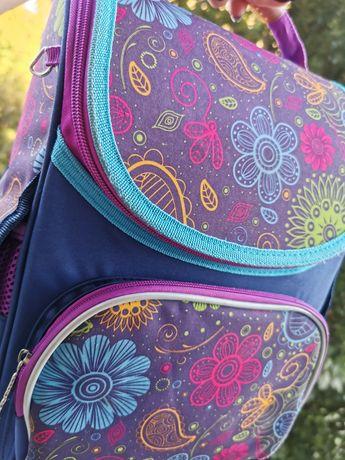 Школьный рюкзак для девочки , ранец