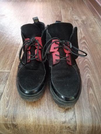 Продам ботинки кожаные осень.