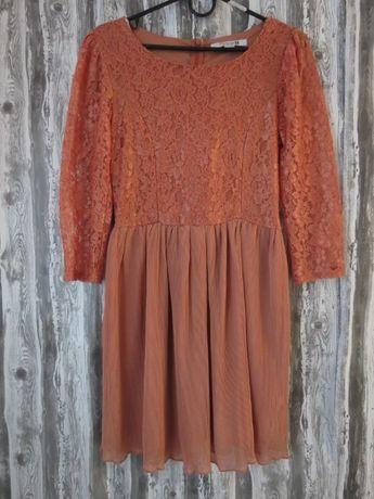 Платье с длинным рукавом и гипюровой вставкой новое размер 46-48