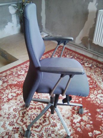 Продаётся. Офистное кресло