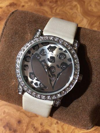 Playboy zegarek z kryształkami biało-srebrny pasek skórzany
