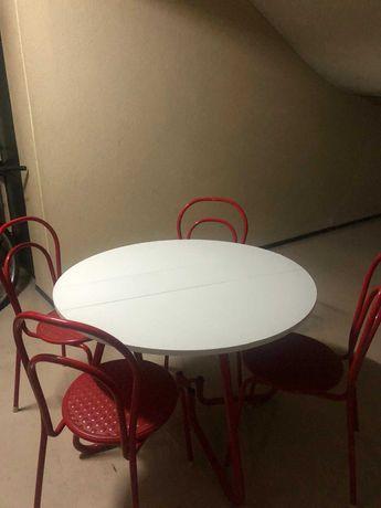 Conjunto: Mesa redonda dobrável e 4 cadeiras