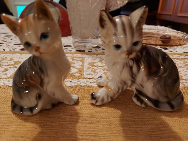 Dwie figurki koty