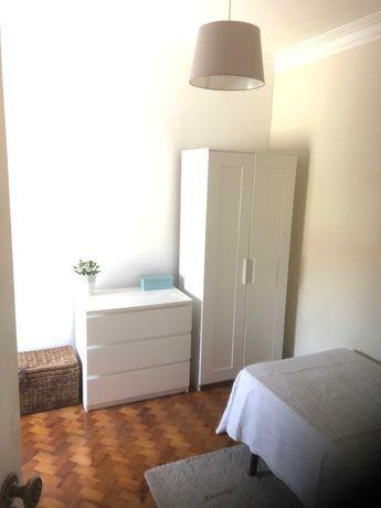 Quarto em Moscavide junto ao Metro, em casa de 2 quartos