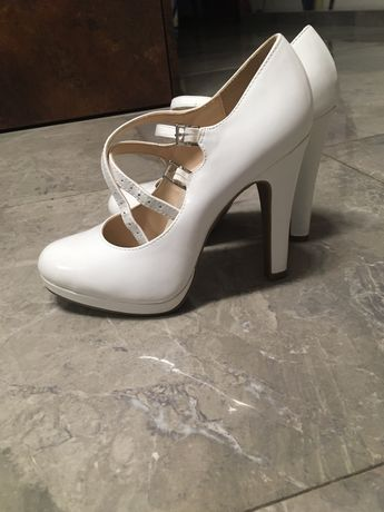 Buty białe szpilki