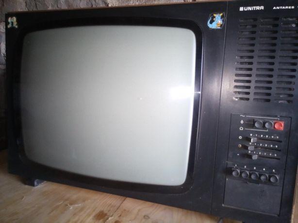 Kolekcjonerski telewizor czarno-biały PRL UNITRA ANTARES 12
