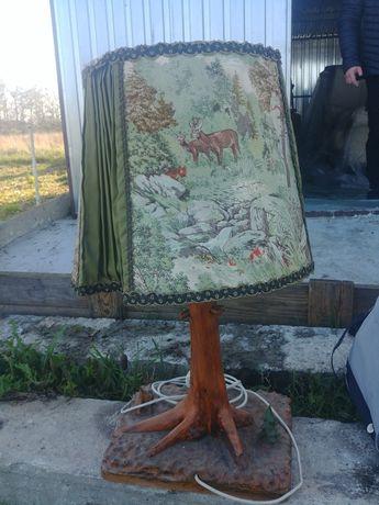 Duża lampa z abażurem