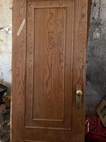 Portas em madeira muito bOm estado