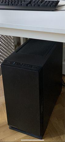 Komputer: GeForce GTX 1080, Ryzen 1700X, 16GB RAM, 240GB SSD + 1TB HDD