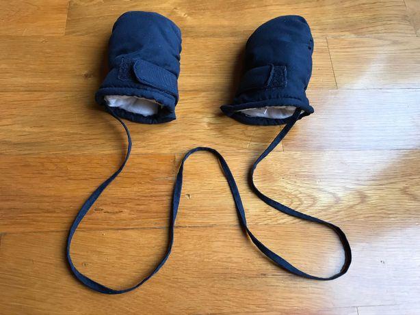 ocieplane rękawiczki dla bobasa na sznurku