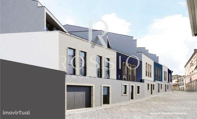 Apartamento T2 + 1 Triplex em São Vicente – Domus Centrum