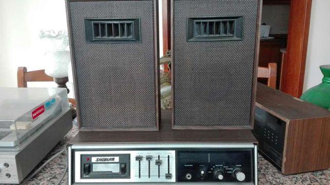 Radio antigo shibuya com colunas
