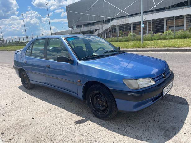 Машина Peugeot 306