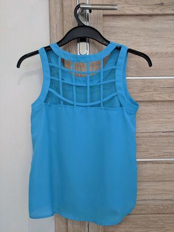 Niebieska letnia bluzka z ozdobnym tyłem
