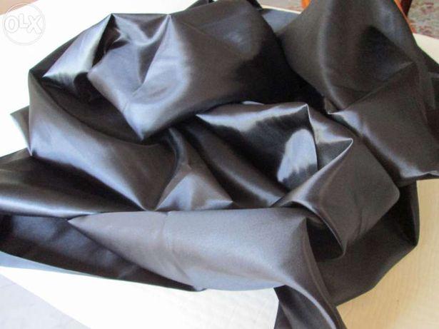 Peça de cetim preto tecido de qualidade