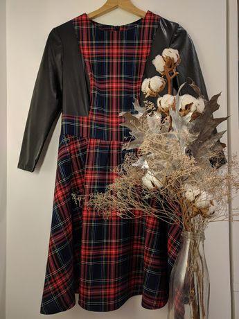 платье в модную клетку