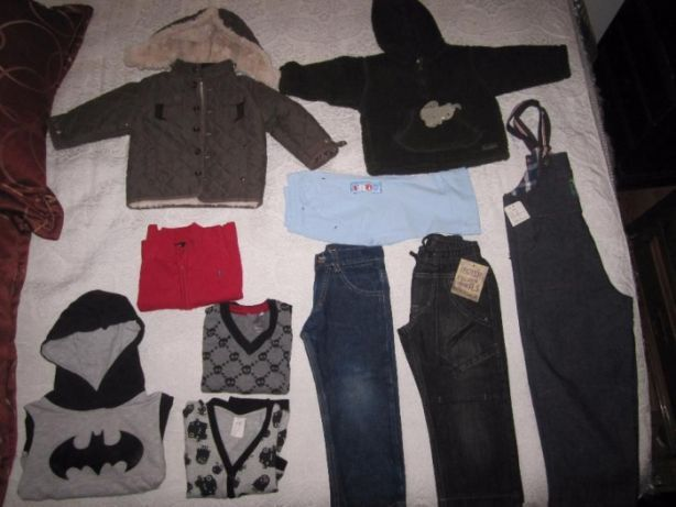 Lote de roupa de criança 2 anos.