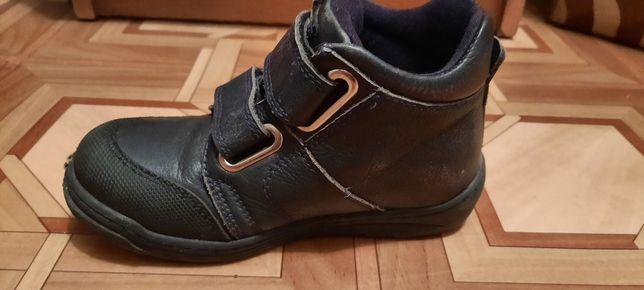Продам дитячі демісезонні ботіночки, чобітки minimem 26