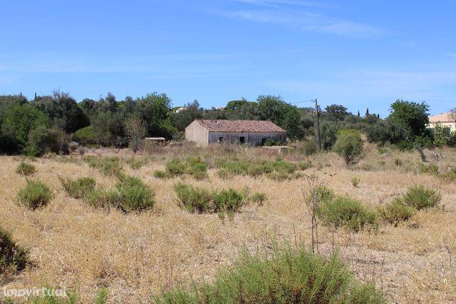Quinta Rural Com Ruina a 3 km  da Praia