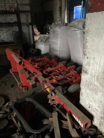 Тракторная ложечковая сеялка  «Kruk B2»