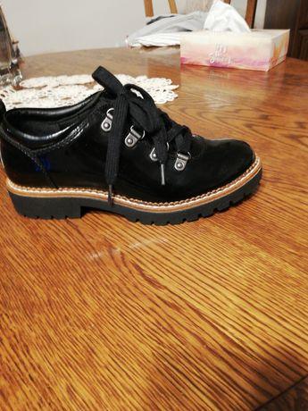 Buty sznurowane lakierowane r. 36,stan idealny