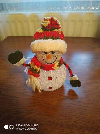Снеговик под ёлку.