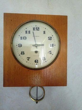 Часы Янтарь с маятником  СССР