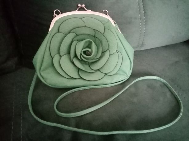 Elegancka mała torebka na zatrzask