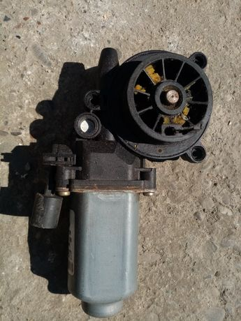 Мотор стеклоподьомника рено