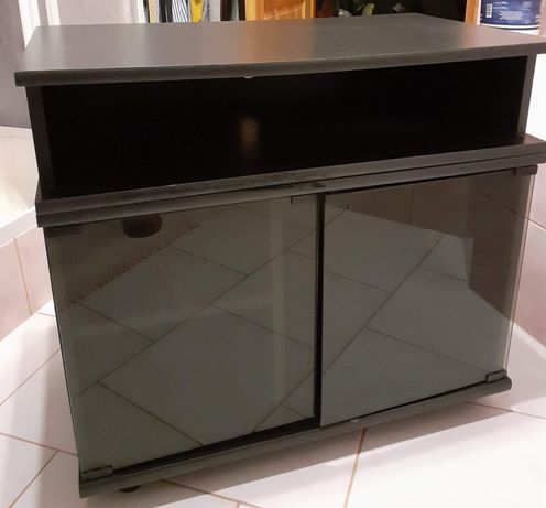 Czarna szafka pod telewizor