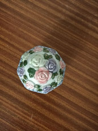 Szkatułka z porcelany