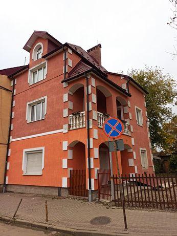 Будинок 193.7кв.м.+ магазин 36.8кв.м.+ гараж 3*5+ підвал 40кв.м