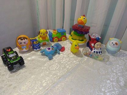 Коробка музыкальных игрушек . поезд томас, муз неваляшка,машинка и тд